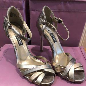 Beautiful and comfortable 3 tone metal heels